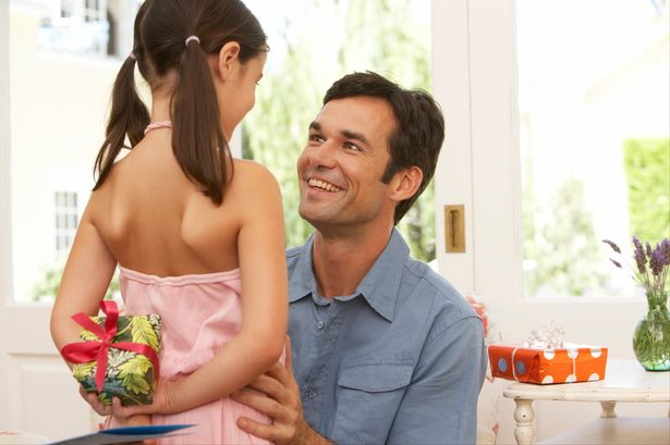 Andover Lifestyle News | 53% Of Us Will Spend Less Than £10 On Father's Day |Andover & Villages