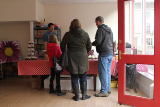 Andover & Villages visits The Travelling Cupcake in Andover's Pop Up Shop